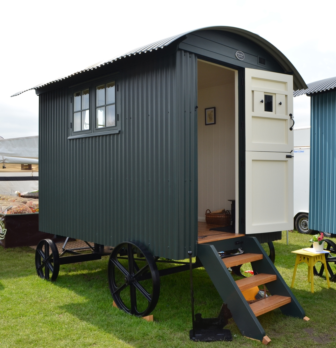Garden office shepherd's hut