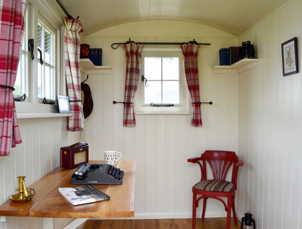 Garden hut - office interior