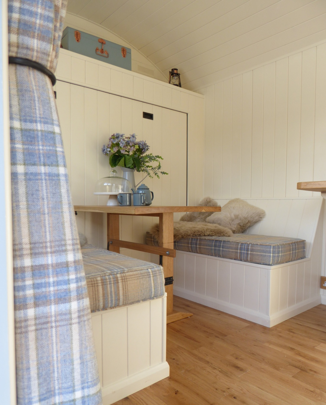 Wall bed in a shepherd hut